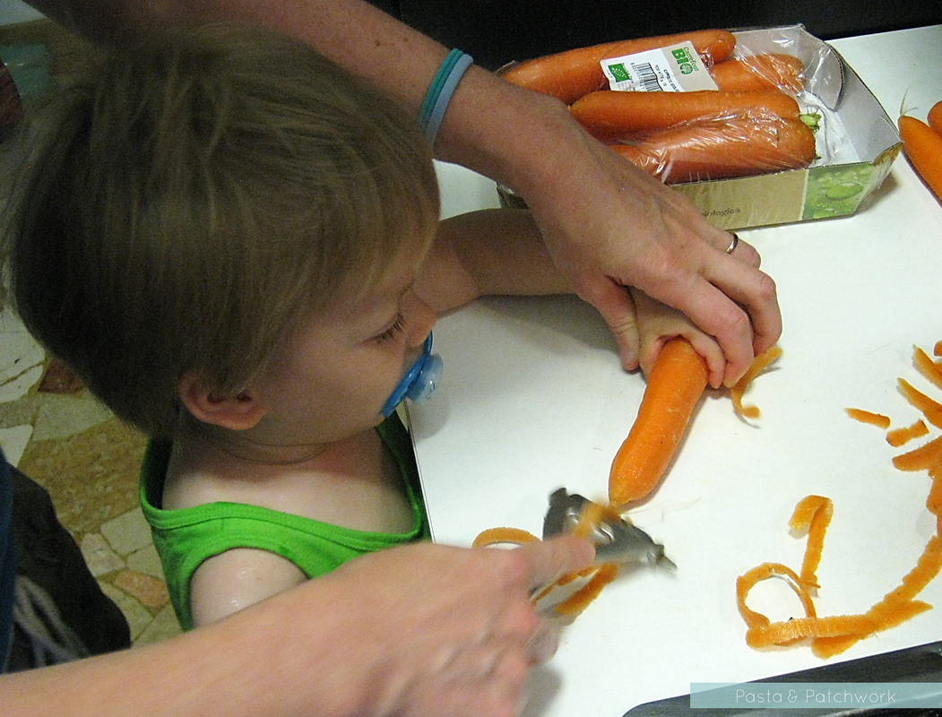8 Cheap & (almost) No-Prep Toddler Activities - 12 to 18 months | Peeling