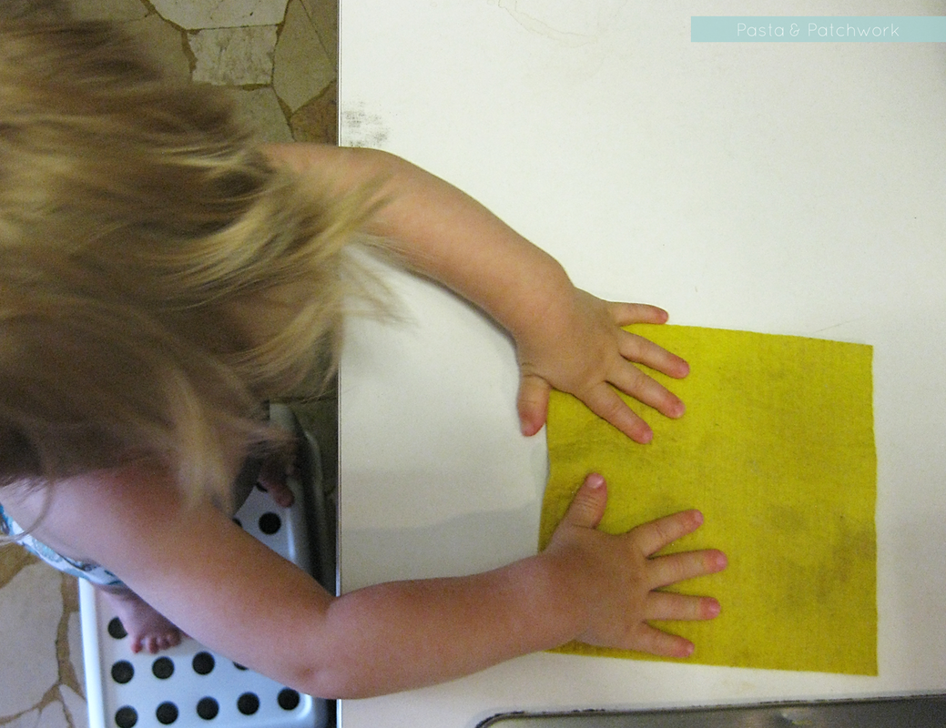 8 Cheap & (almost) No-Prep Toddler Activities - 12 to 18 months | Wiping up spills